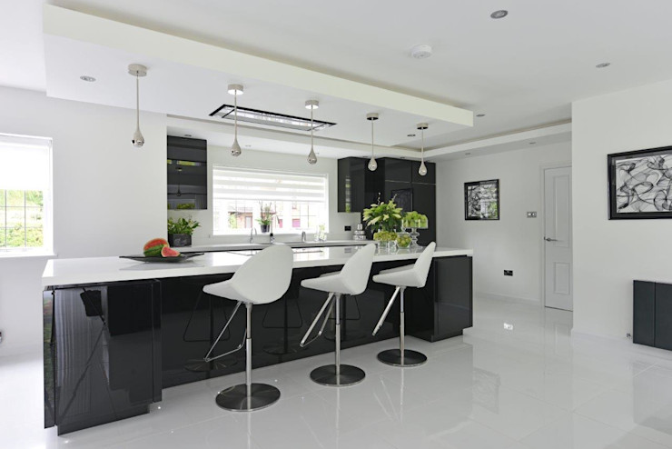 Cheshire Kitchen Diane Berry Kitchens Modern kitchen Glass Black