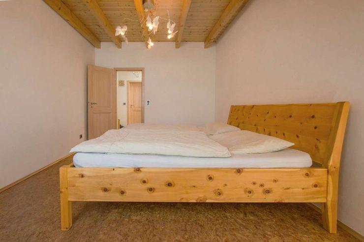 Lignum Möbelmanufaktur GmbH BedroomBeds & headboards Solid Wood