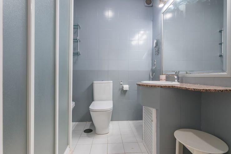 eM diseño de interiores Modern bathroom