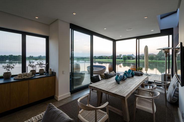 Modern Farmhouse - Silverlakes Nature Reserve Karel Keuler Architects Modern living room