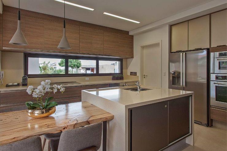 Del Nero Da Fonte Arquitetura Modern kitchen