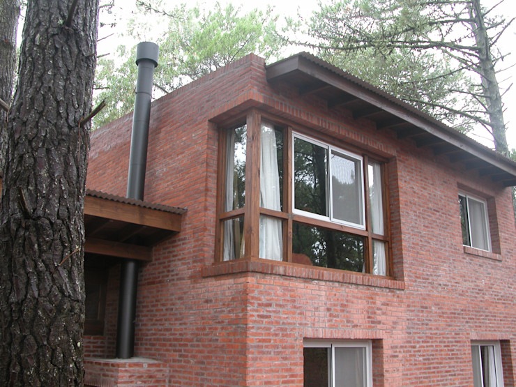 LLACAY arquitectos Rumah Gaya Rustic
