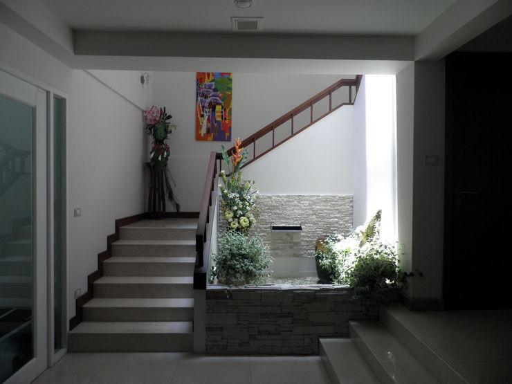 SDofA Architect Nowoczesny korytarz, przedpokój i schody