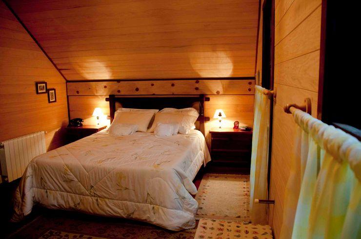 CABRAL Arquitetos Dormitorios de estilo rústico Madera