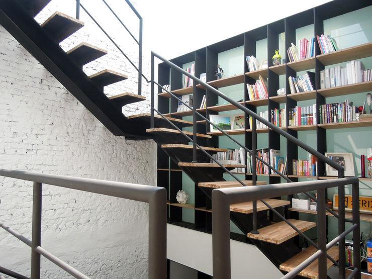 構築設計 Corredores, halls e escadas modernos