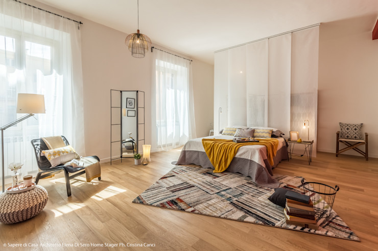Camera con angolo lettura e cabina armadio Sapere di Casa - Architetto Elena Di Sero Home Stager Camera da lettoAccessori & Decorazioni Giallo