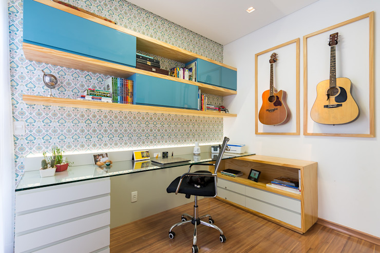 Mímesis Arquitetura e Interiores 書房/辦公室 複合木地板 Blue