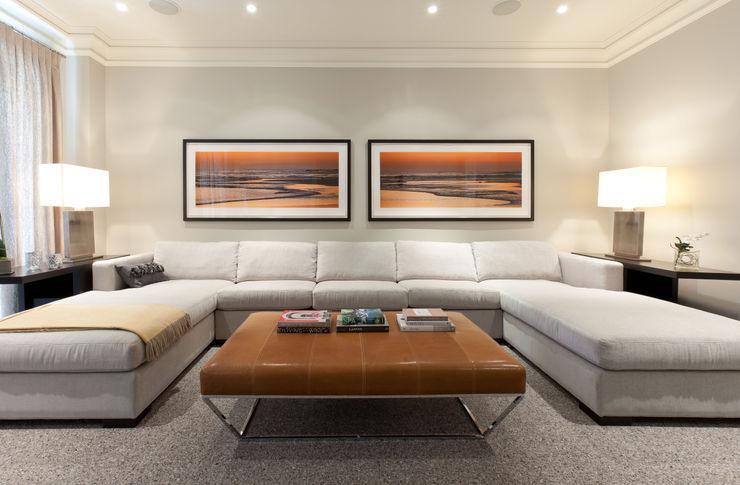 Family Room Douglas Design Studio اتاق نشیمن Orange