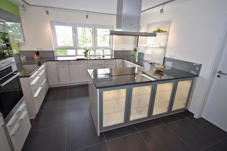 Küche mit Naturstein Arbeitsplatte Rossittis GmbH Moderne Küchen Granit Schwarz
