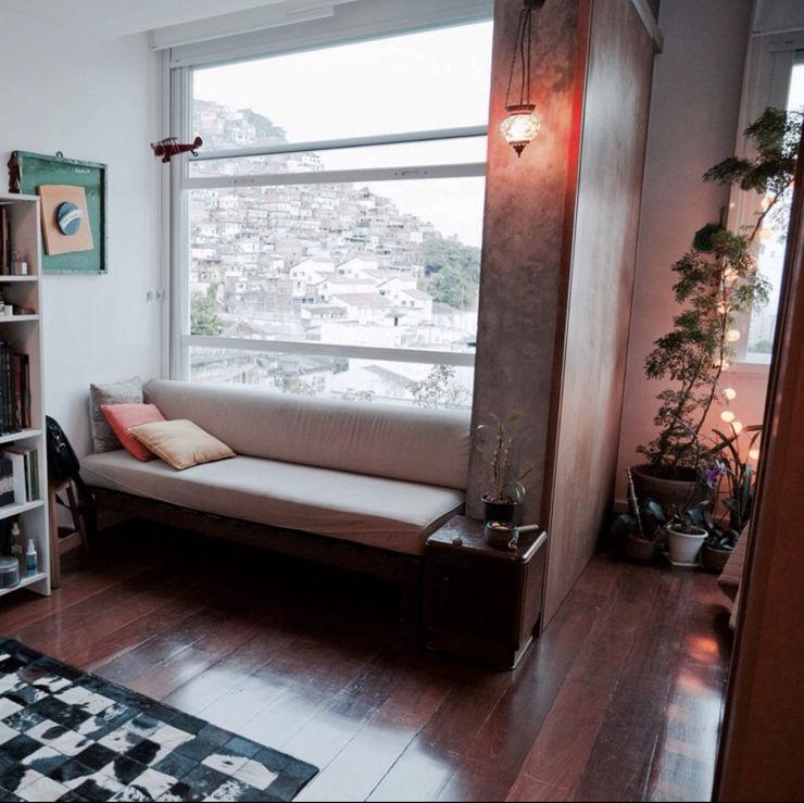 Apartamento com conceito aberto NATALIA BARTOLOMEO ARQUITETURA | DESIGN STUDIO Portas e janelas modernas