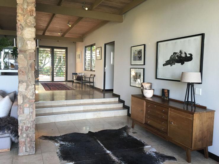 Full Circle Design Pasillos, vestíbulos y escaleras de estilo moderno Beige