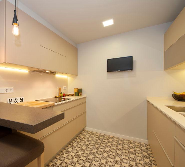 Sincro 現代廚房設計點子、靈感&圖片 Beige