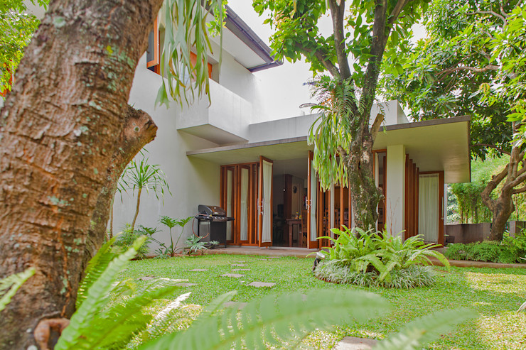 homify Tropical style houses Bricks Multicolored