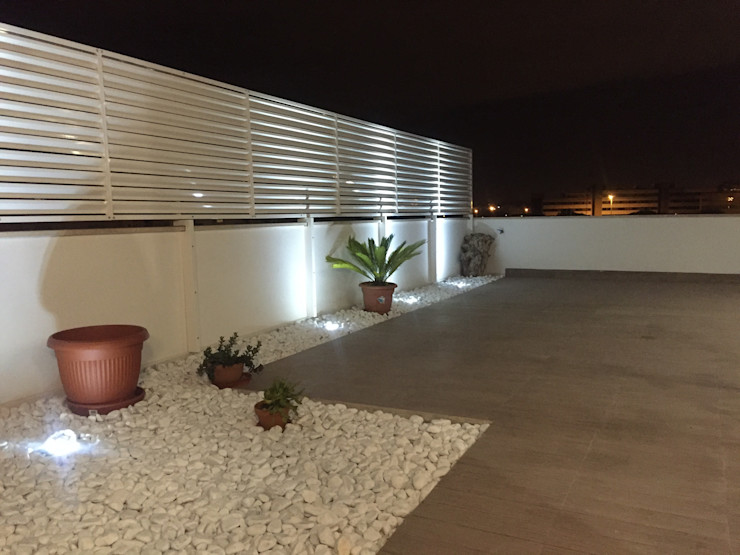 Terrazza zen A2pa Case in stile minimalista Bianco
