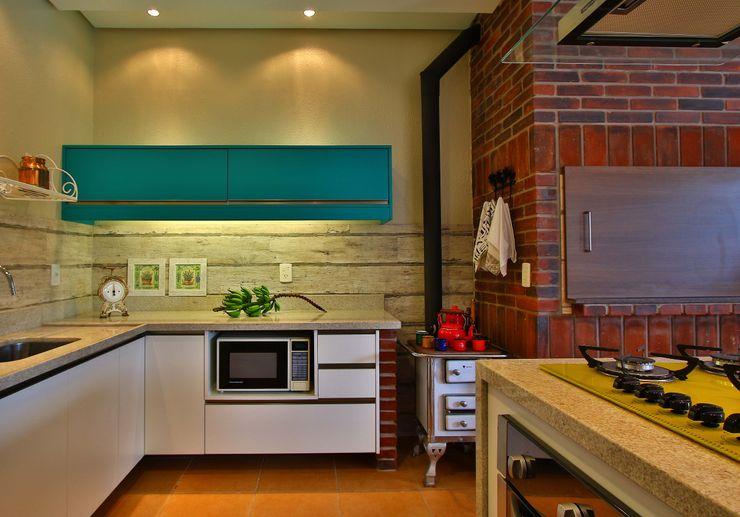 Cozinha Gourmet Recyklare Projetos de Arquitetura , Restauro & Conservação Cozinhas rústicas Derivados de madeira Turquesa