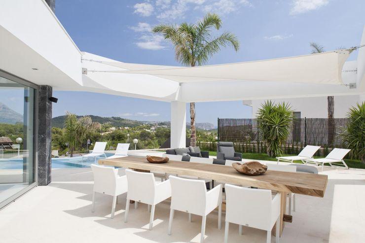 Naya Miralbo Urbana S.L. Balcones y terrazas de estilo moderno