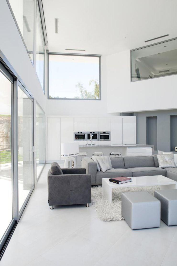 Salon de doble altura Miralbo Urbana S.L. Salones de estilo moderno