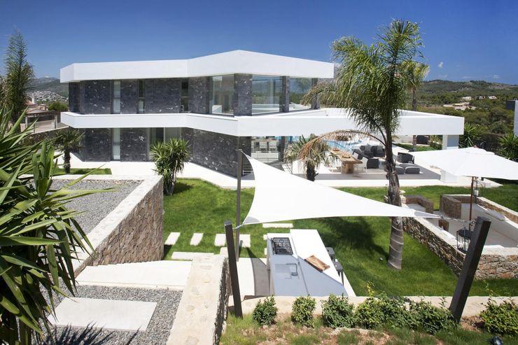 Vista trastera de la villa Miralbo Urbana S.L. Casas de estilo moderno