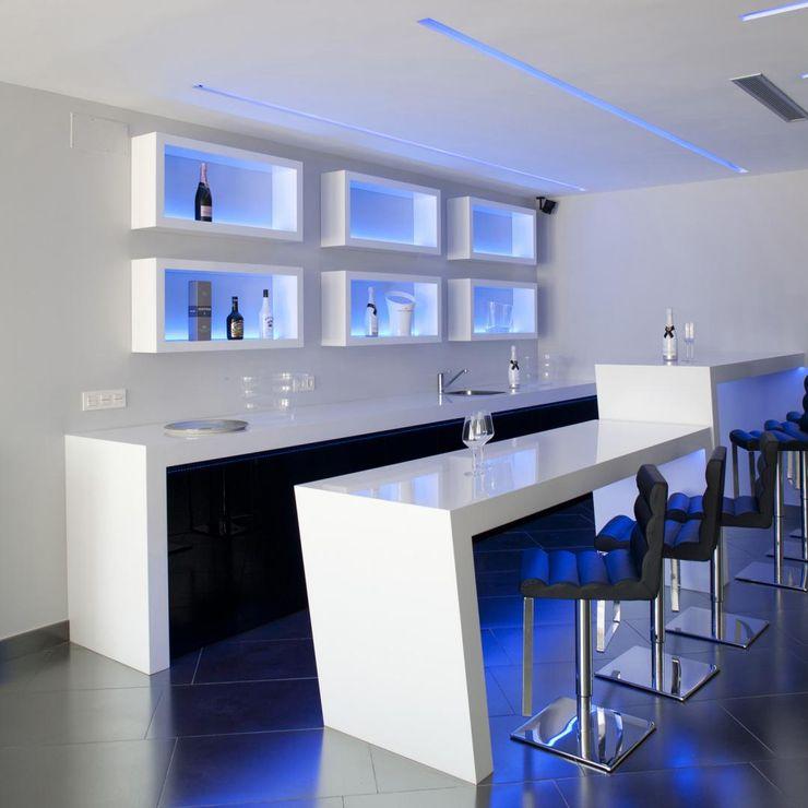 Zona bar Miralbo Urbana S.L. Bodegas de estilo moderno