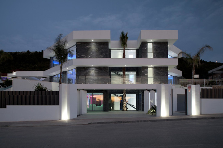 Fachada principal Miralbo Urbana S.L. Casas de estilo moderno