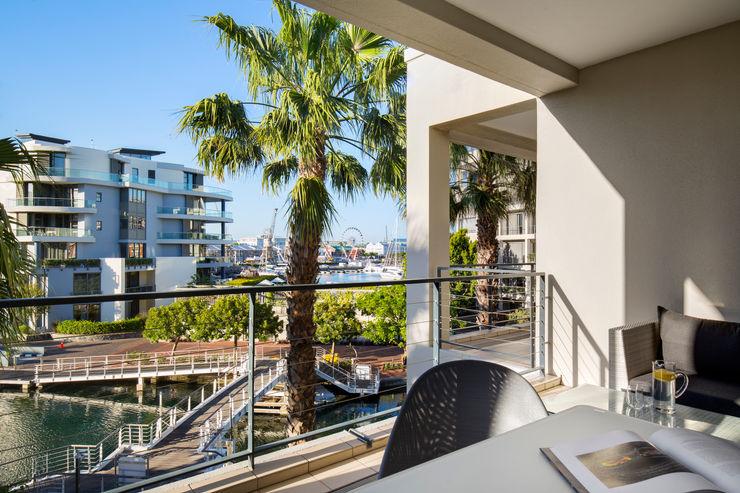 MINC DESIGN STUDIO Scandinavian style balcony, veranda & terrace