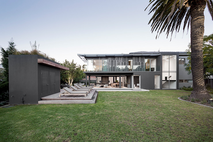 Family Home, Cape Town GSQUARED architects Modern Garden Glass Grey