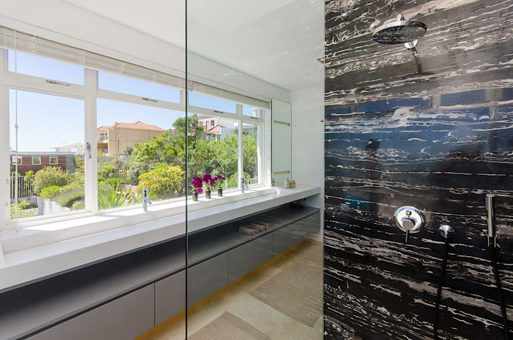 Camps Bay House 1 GSQUARED architects Minimal style Bathroom Marble Black