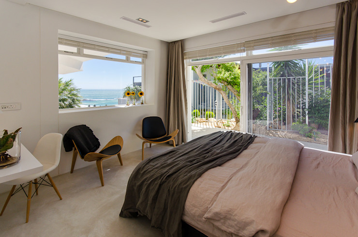 Camps Bay House 1 GSQUARED architects Minimalist bedroom Engineered Wood Black