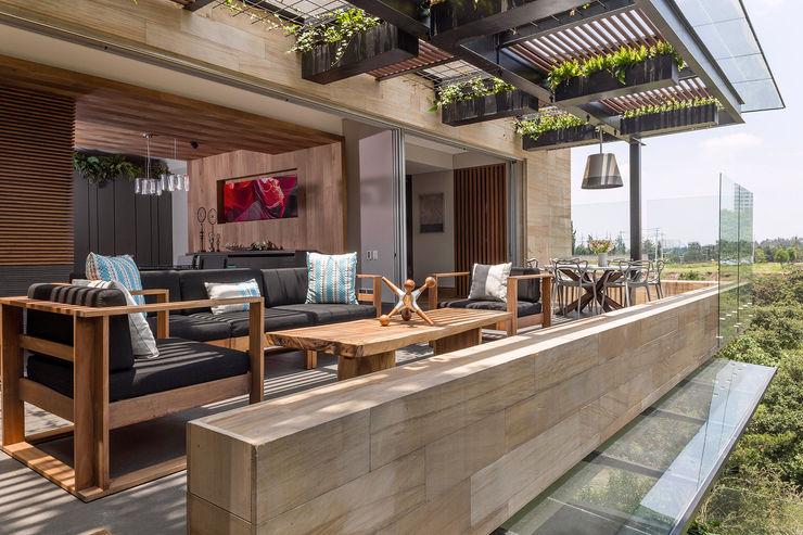 PROYECTO: DEPARTAMENTO TORRE MURANO BARDASANO ARQUITECTOS Balcones y terrazas modernos