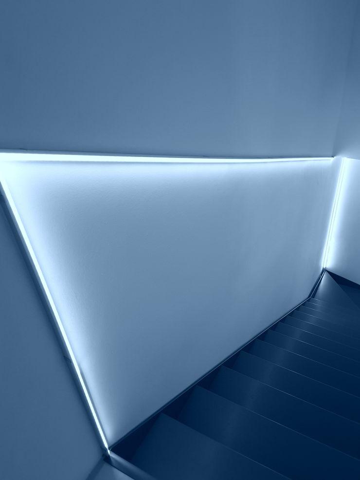 Casa Savada ArchitetturaTerapia® Ingresso, Corridoio & Scale in stile moderno Ferro / Acciaio Grigio
