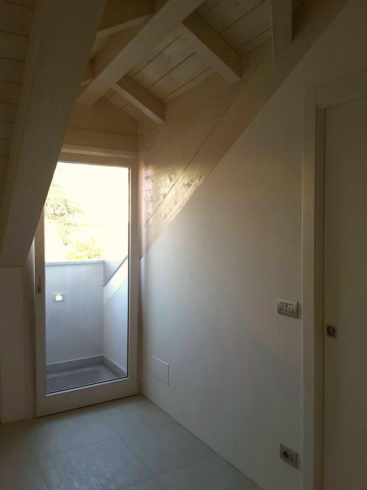 Casa Savada ArchitetturaTerapia® Camera da letto moderna Legno Bianco