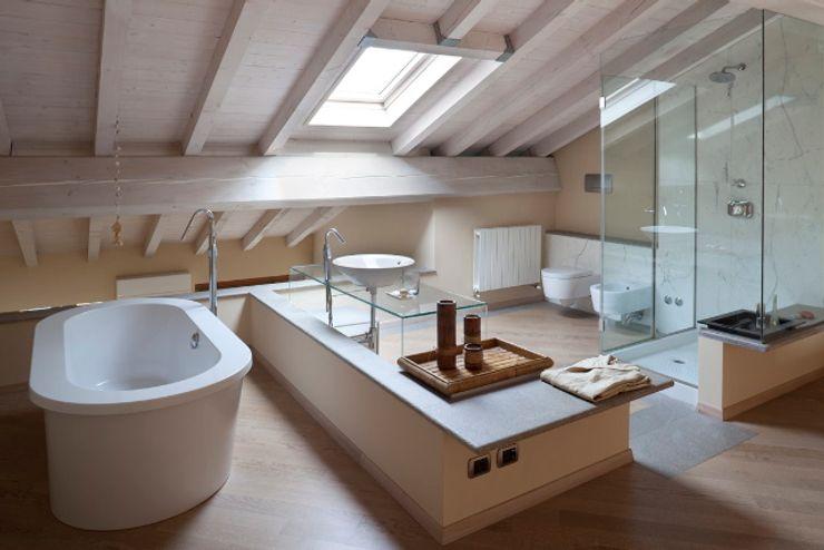 Bagno - Upstairs Relax Orsini Architects Bagno minimalista