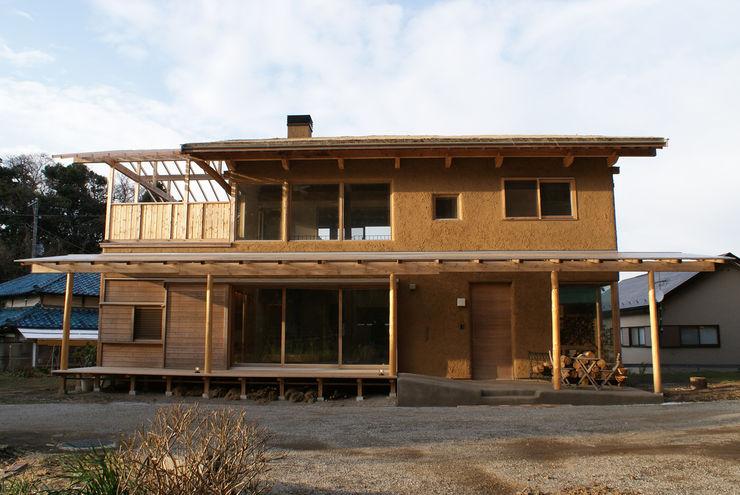 みらいのいえ 遠野未来建築事務所 / Tono Mirai architects オリジナルな 家 無垢材 ブラウン
