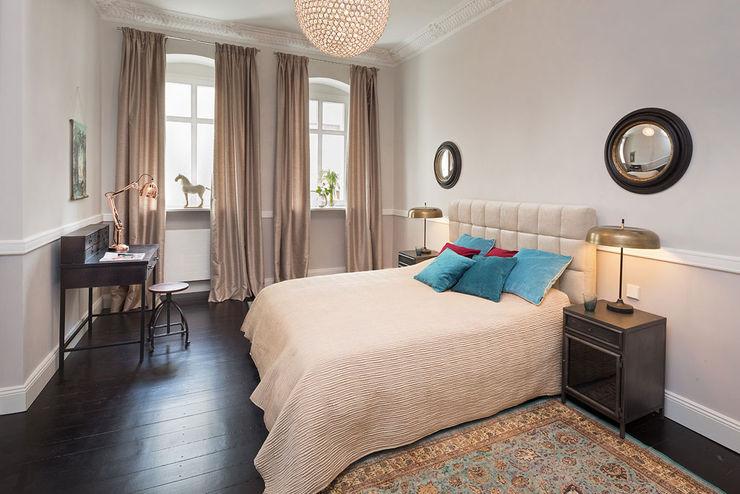 CONSCIOUS DESIGN - INTERIORS Camera da letto in stile classico Legno Beige