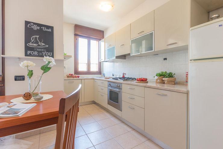 Home Staging per la vendita di appartamento arredato e abitato Anna Leone Architetto Home Stager Cucina in stile classico