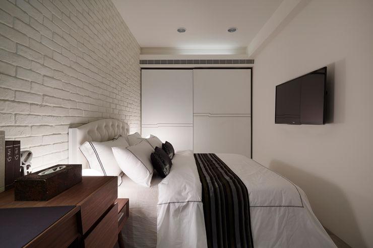弘悅國際室內裝修有限公司 Quartos modernos Contraplacado Branco