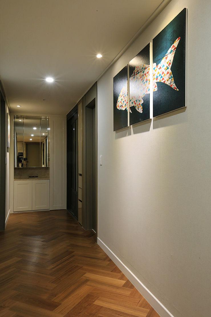 일곱기둥 인테리어 Modern corridor, hallway & stairs