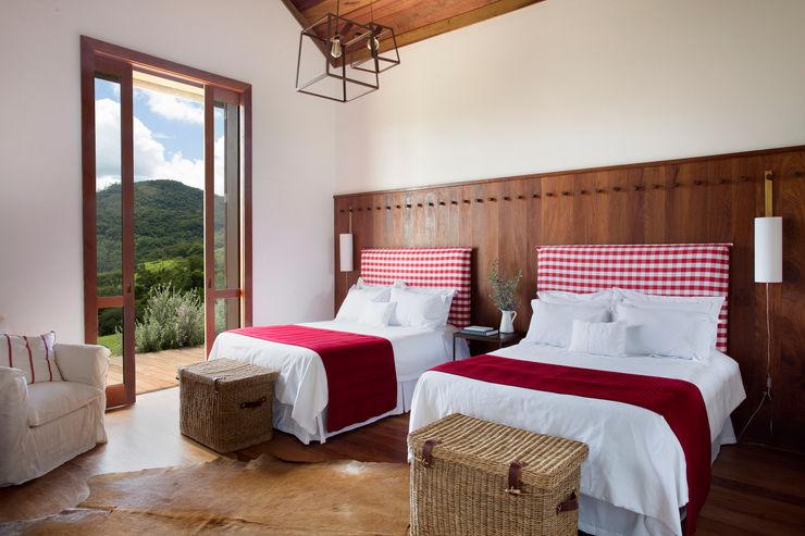 Gisele Taranto Arquitetura Country style bedroom