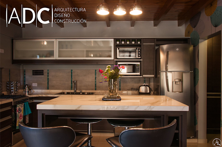 VIVIENDA UNIFAMILIAR – EQUIPAMIENTO A MEDIDA – AVELLANEDA AL 300 – SAN MIGUEL DE TUCUMAN DIAZ GUERRA ESTUDIO CocinasMuebles de cocina