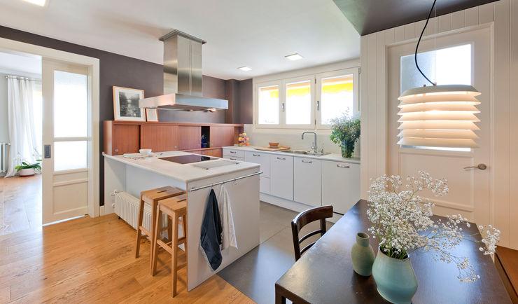 THE ROOM & CO interiorismo Nhà bếp phong cách hiện đại