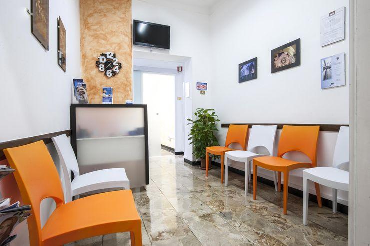 La sala d'attesa Architetto Zappia Luca Cliniche in stile eclettico