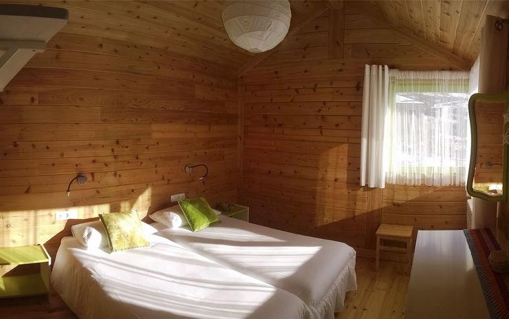 RUSTICASA Hoteles de estilo rural Madera maciza Acabado en madera