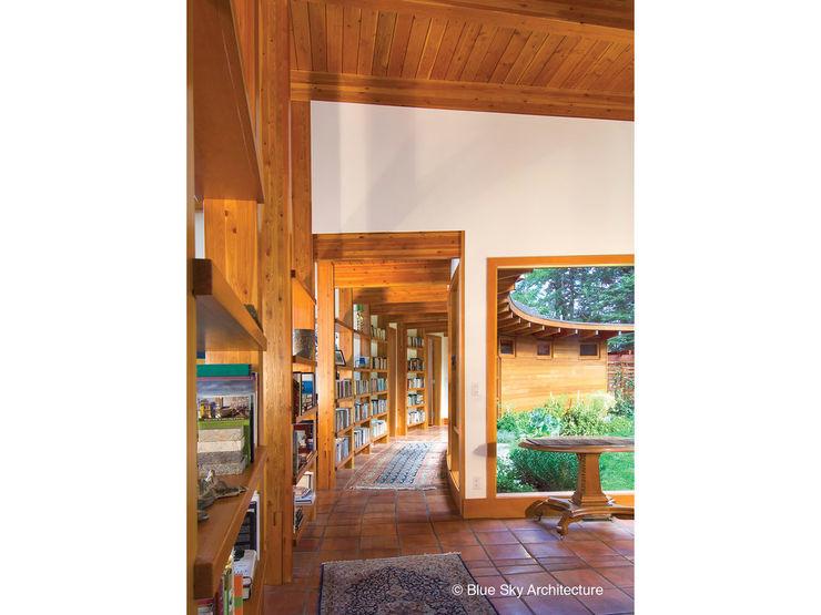 Helliwell + Smith • Blue Sky Architecture Moderner Flur, Diele & Treppenhaus