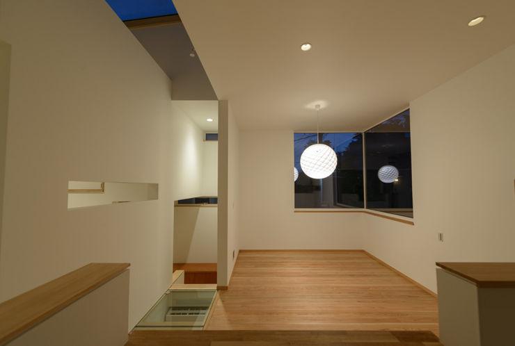H2O設計室 ( H2O Architectural design office ) Modern Living Room Wood White