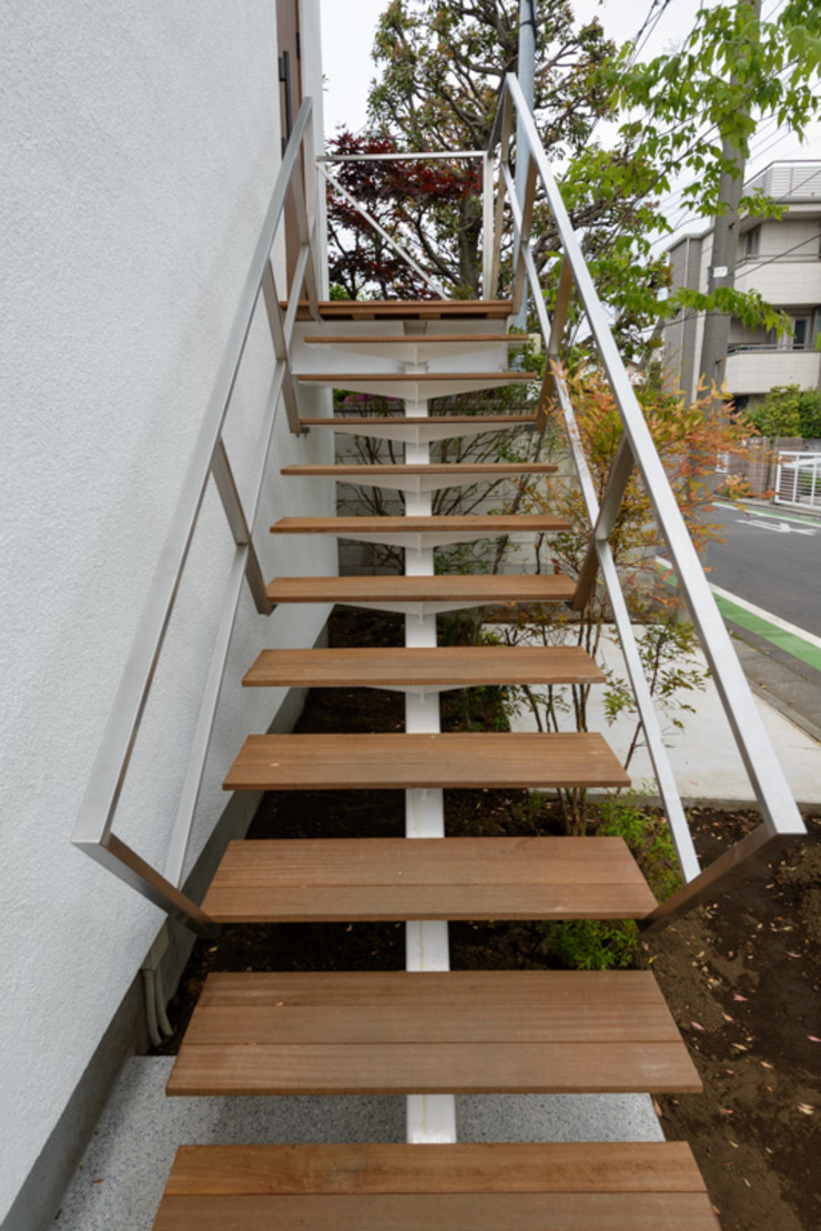 H2O設計室 ( H2O Architectural design office ) Scandinavian style corridor, hallway& stairs Iron/Steel White