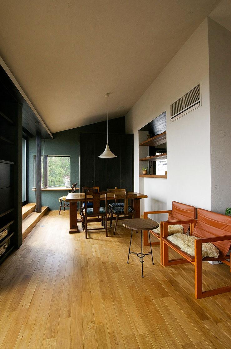 一級建築士事務所アールタイプ Salas de jantar modernas Madeira Efeito de madeira