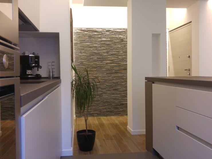 Cucina open space all'americana inserita nella zona Living dell'appartamento Luca Palmisano Architetto Cucina moderna