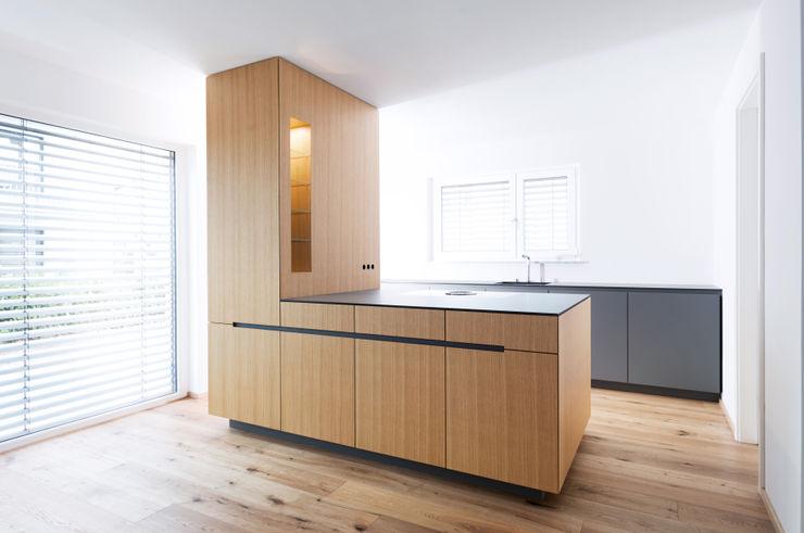 Hildinger und Koch Modern Kitchen Wood Grey