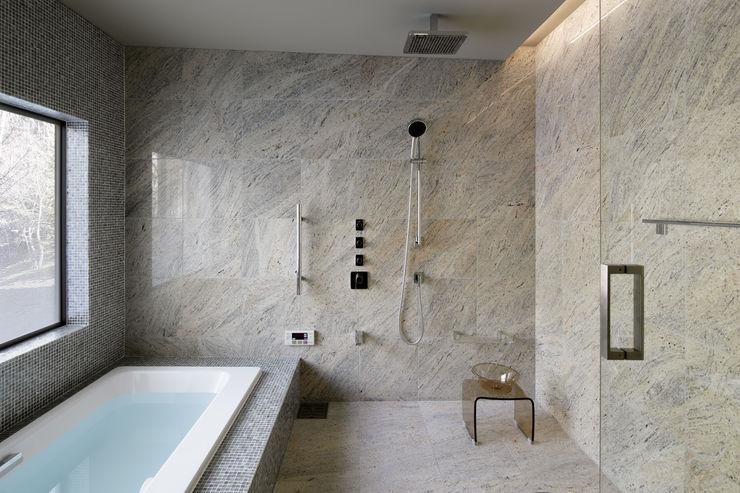 Bathroom 久保田章敬建築研究所 Modern style bathrooms
