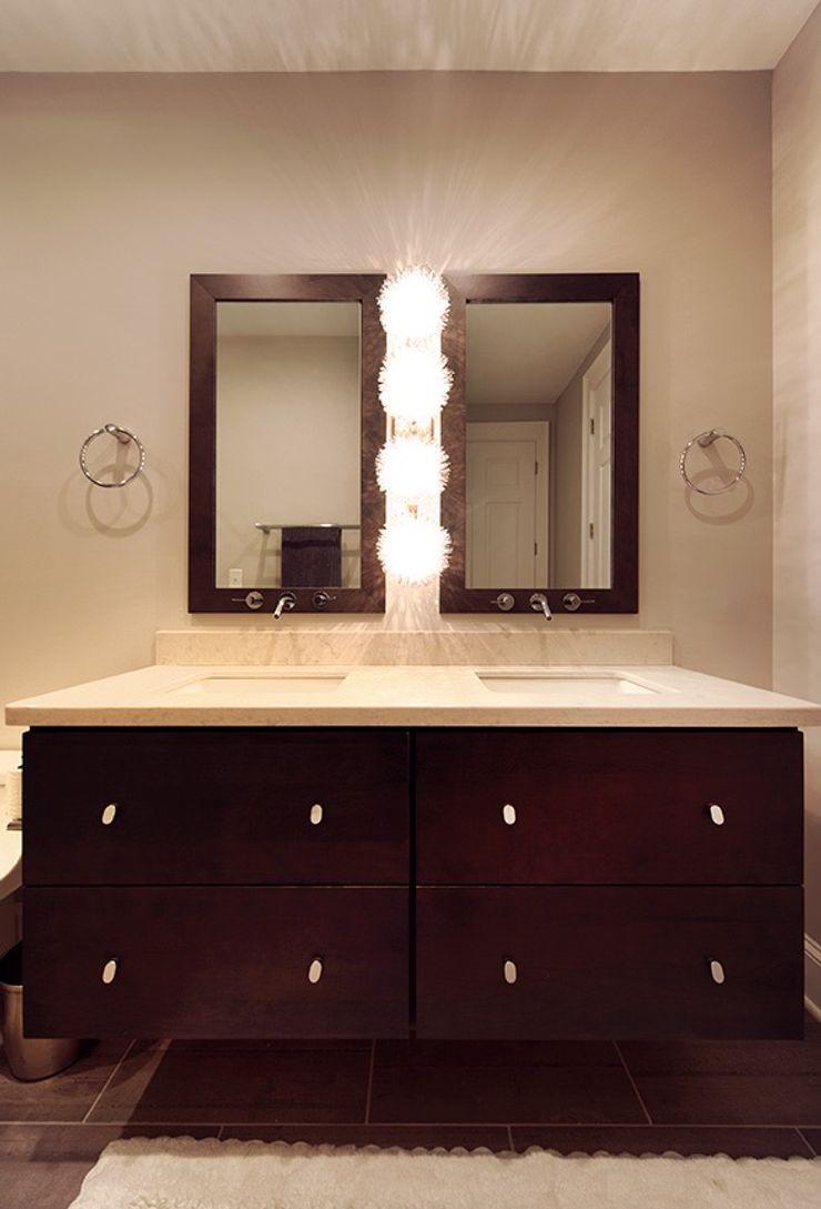 Olamar Interiors, LLC Baños de estilo moderno Gris